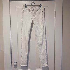 ABERCROMBIE HIGH WAISTED WHITE JEANS
